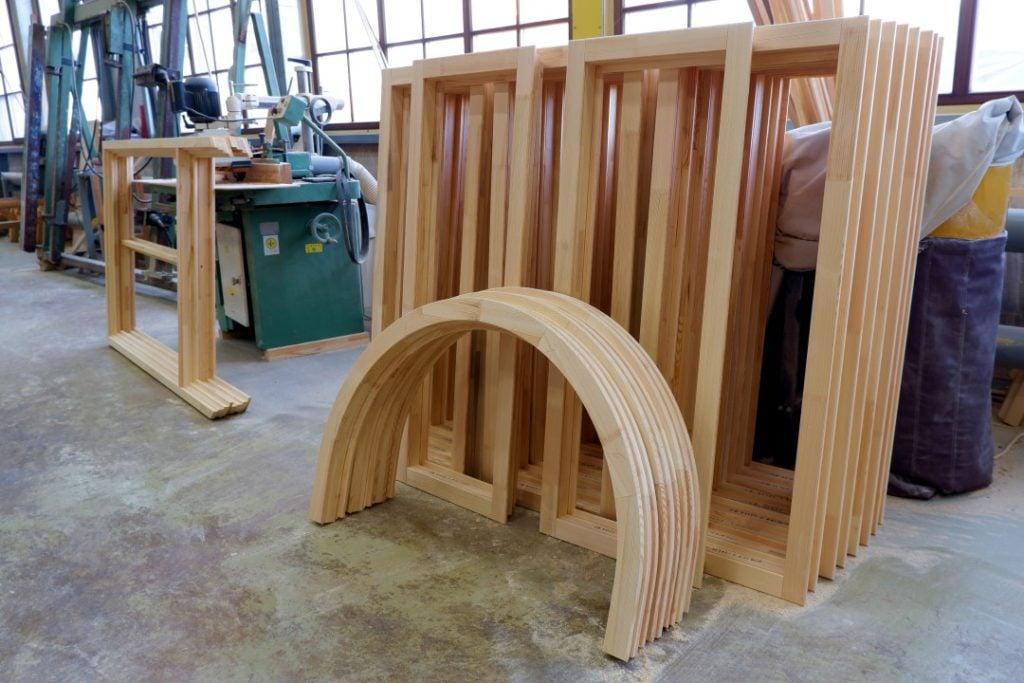 Okna drewniane na produkcji